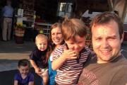 Anna Duggar, Josh Duggar and children