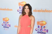 Demi Lovato Gets a New Lob Haircut for Kid's Choice Awards