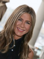 How To Tame Frizz According to Celebrity Hairstylists (And Jennifer Aniston!)