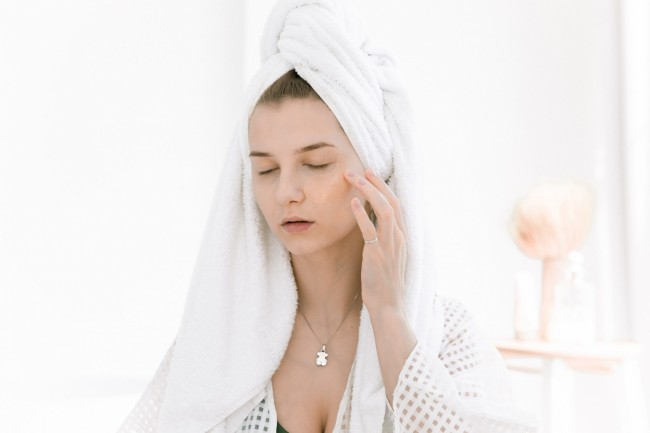 Dermatologists Recommend These Soothing Moisturizers To Avoid Dry and Sensitive Skin in the Winter